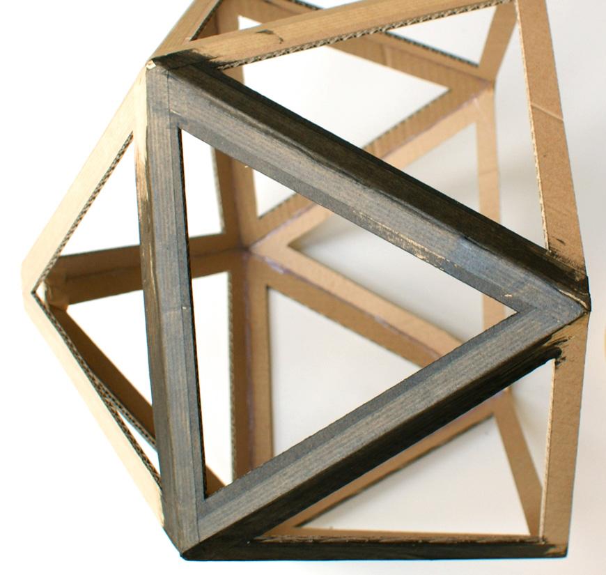 abat jour g om trique diy en carton la t te dans les id es. Black Bedroom Furniture Sets. Home Design Ideas