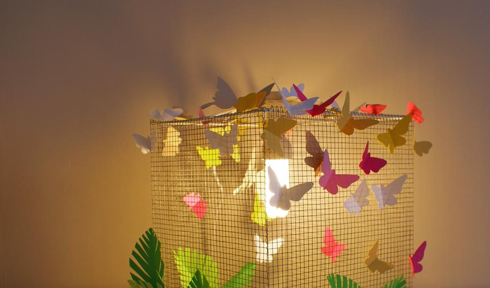 Diy lampe grillage d coration papillons for Papillon decoration